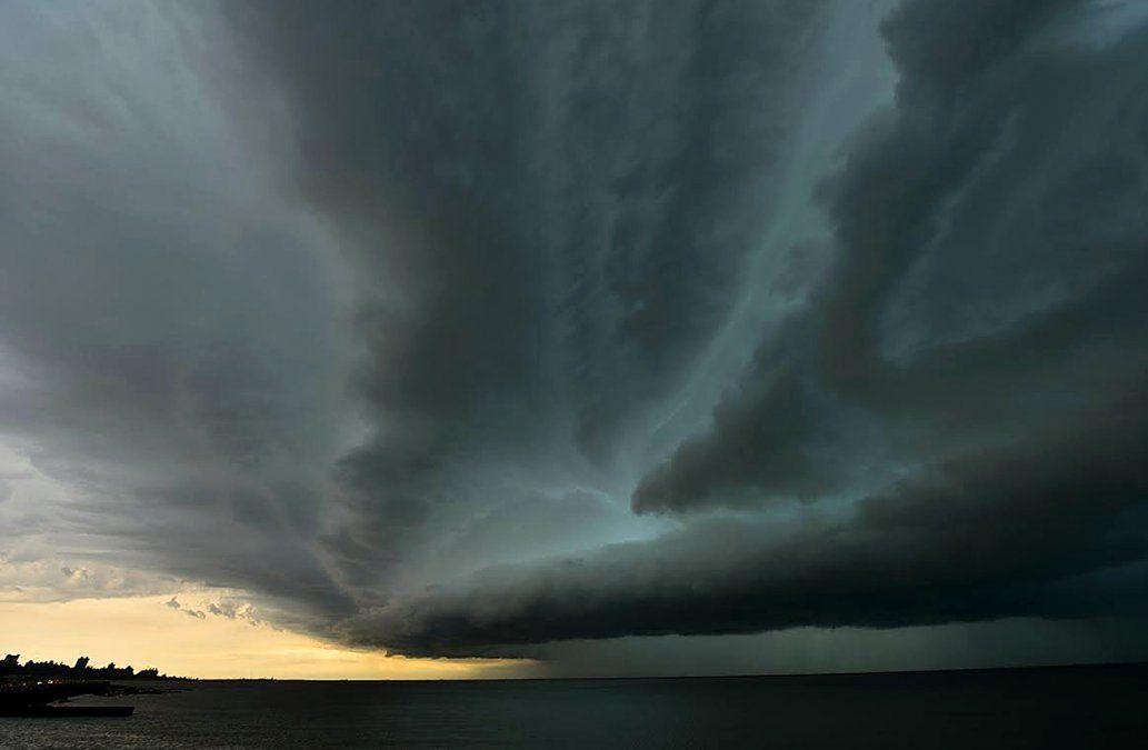 Advertencia amarilla por tormentas fuertes afecta a cinco departamentos