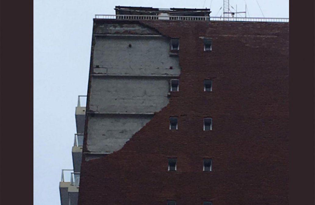 Viento arrancó ladrillos de la fachada de un edificio en Punta del Este