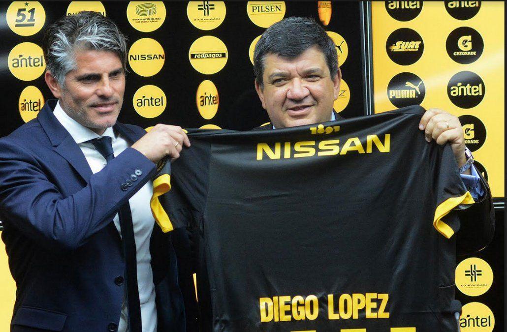 El presidente de Peñarol evalúa con Diego López la actuación del equipo