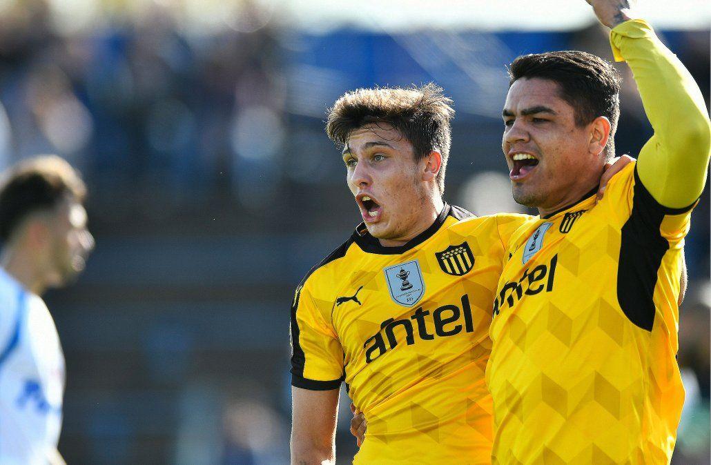 Peñarol goleó 4-2 a Liverpool de visita con triplete de Gabriel Fernández
