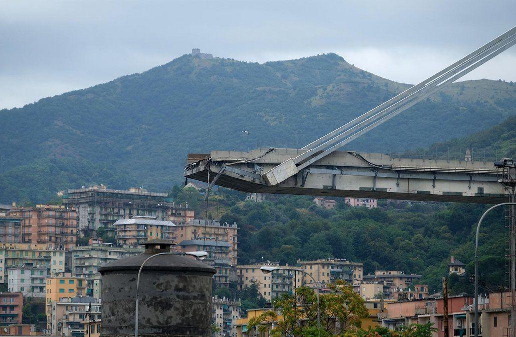 Al menos 35 muertos tras derrumbe de puente de 100 metros de altura en Génova