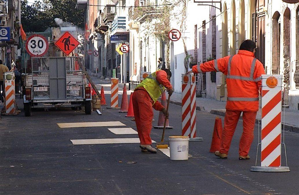 Eliminan un carril para instalar estaciones de descanso en Ciudad Vieja