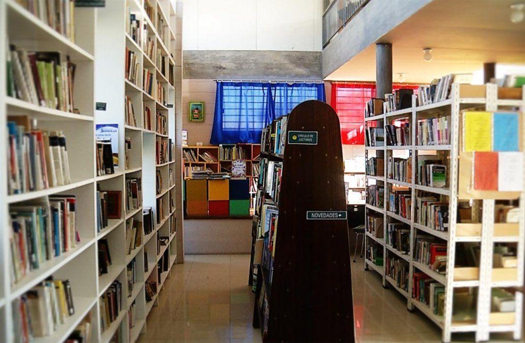 Una Biblioteca Popular funciona en Shangrilá, con 17.000 libros y 3.000 usuarios