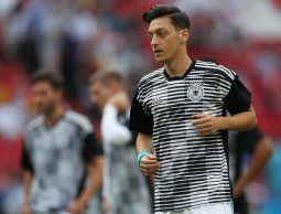 altText(Presidente de Federación Alemana reconoce que Özil debió tener mayor apoyo)}