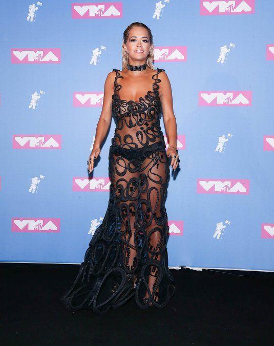 Rita Ora en la pink carpet de los MTV Video Music Awards 2018