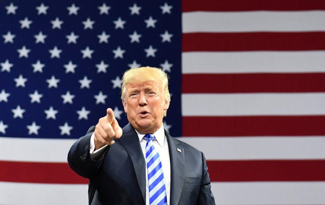 Exabogado de Trump se declara culpable de 8 cargos e implica al presidente