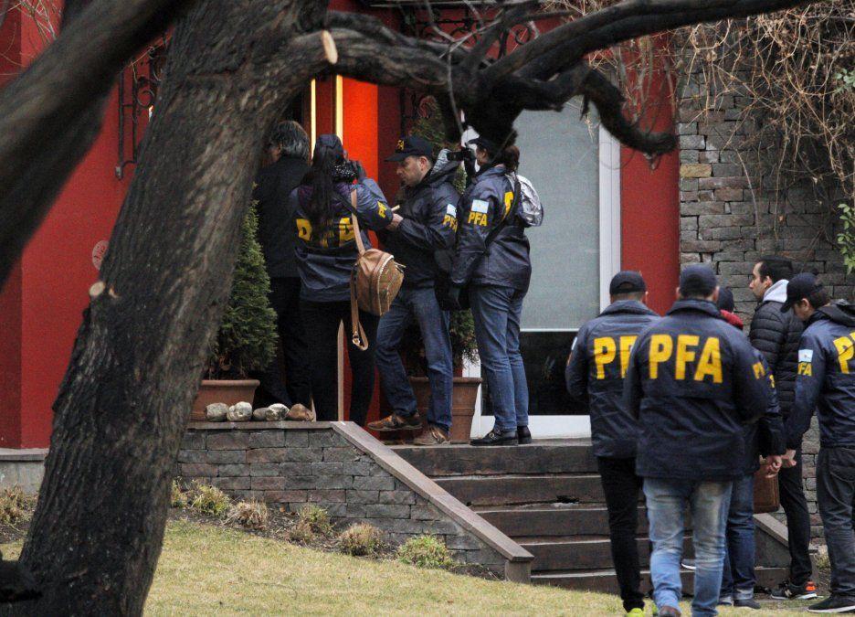 Policía Federal Argentina ingresa a la casa de la ex presidenta argentina Cristina Fernández