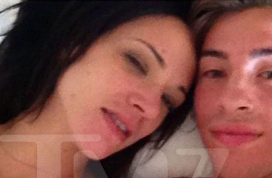 Asia y Bennett en el hotel californiano Marina del Rey en 2013. La foto filtrada por Bennett era un recuerdo íntimo que se conoció cinco años después de sucedidos los hechos. El material fue publicado por el portal de espectáculos TMZ.