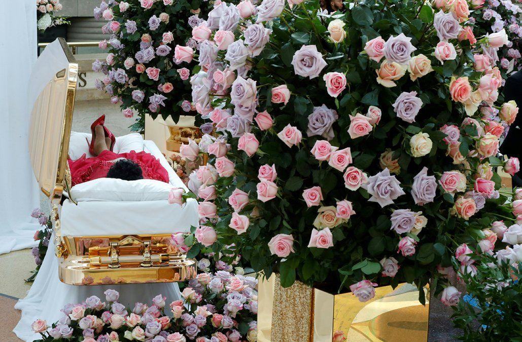 Ataúd dorado, vestido y zapatos rojos: así es el funeral de Aretha Franklin