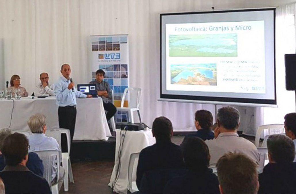 Presidente de UTE Gonzalo Casaravilla en una exposición sobre energías renovables.