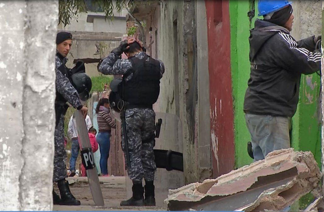 Condenaron a otras 10 personas por usurpar casas en Los Palomares y robar luz y agua
