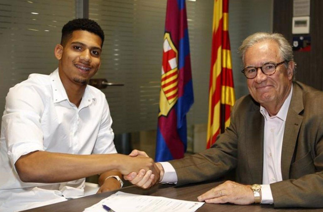 Barcelona acordó el fichaje del marcador central Ronald Araujo, del Boston River