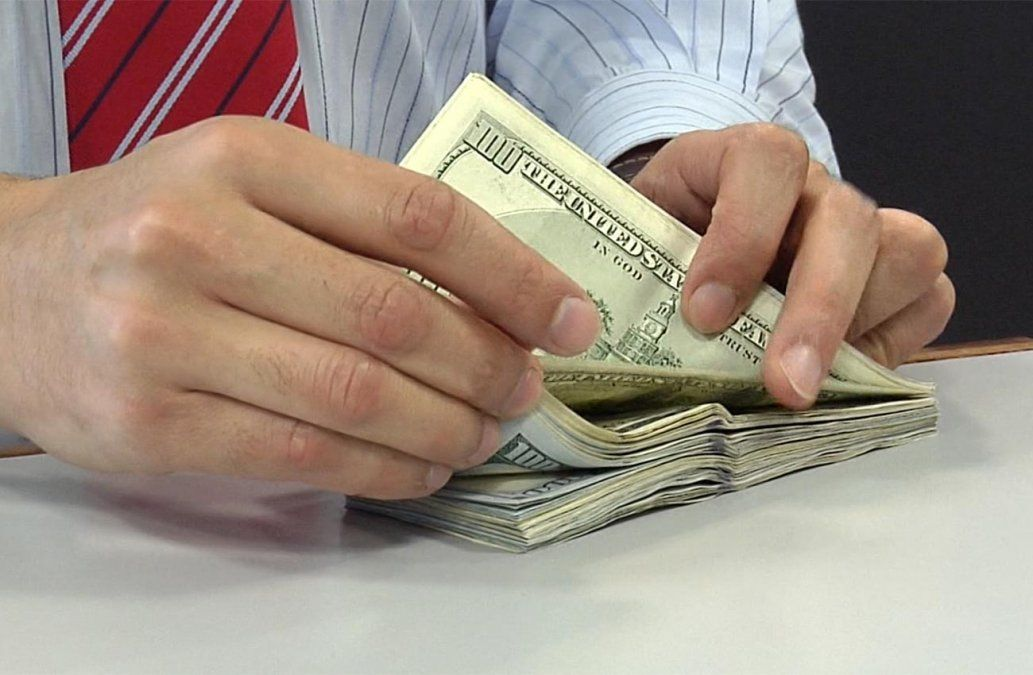 BROU ya no aceptará dólares con marcas, mutilaciones o manchas