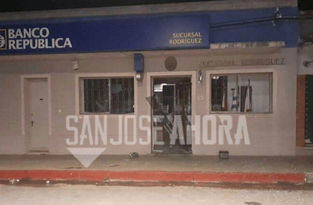Explotaron y robaron el único cajero automático de la ciudad de Rodríguez en San José