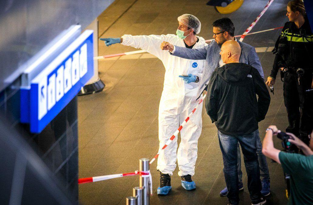 Investigan ataque con cuchillo que dejó dos heridos en una estación de tren en Ámsterdam