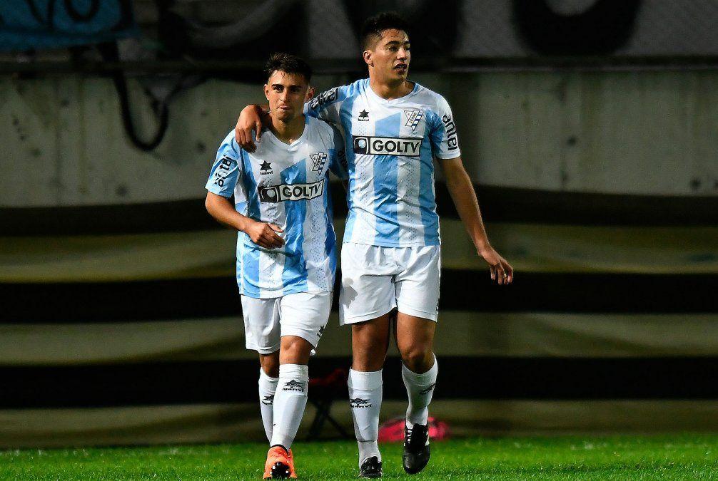 Peñarol se impuso 3-2 ante Cerro en el Campeón del Siglo