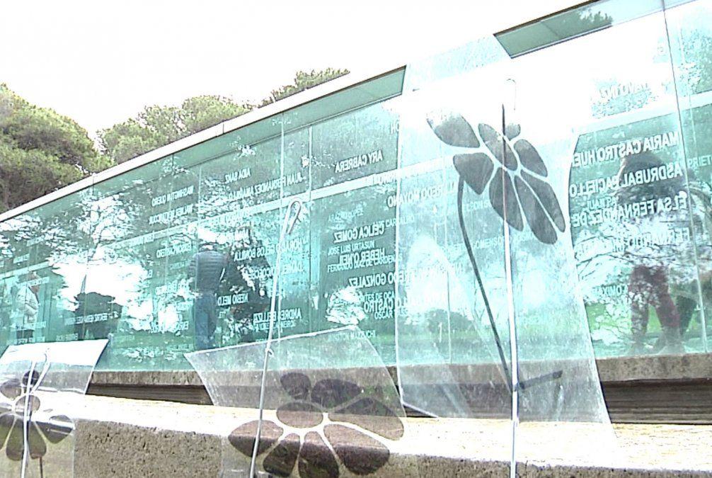 Concentración en el Memorial del Cerro en apoyo a familiares de los detenidos desaparecidos