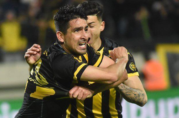 Viatri volvió al gol después de mucho tiempo. Fue tal la emoción que se quitó la camiseta y fue expulsado por segunda amarilla. No jugará ante Atenas de San Carlos.