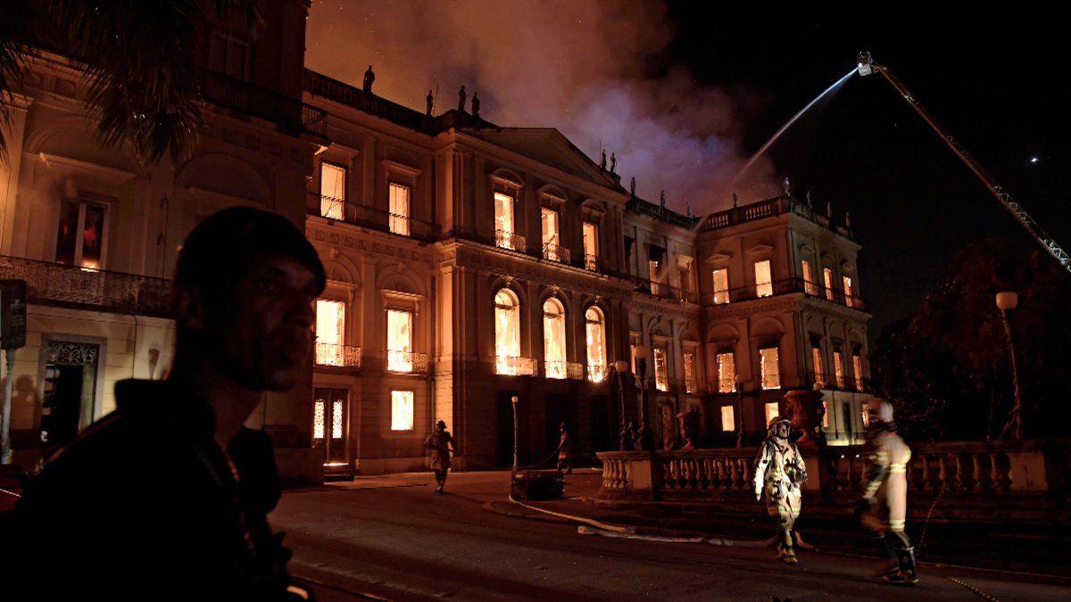 Incendio devoró el Museo Nacional de Rio de Janeiro, una joya cultural de Brasil