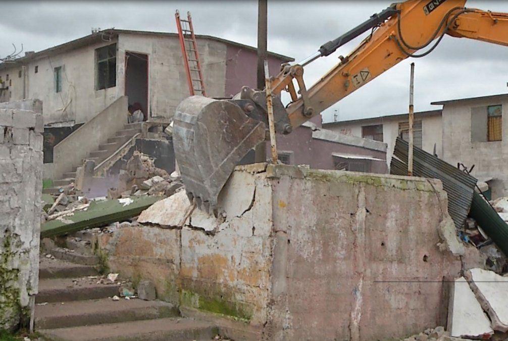 Ya demolieron 38 casas en Los Palomares y restan tirar abajo otras 10