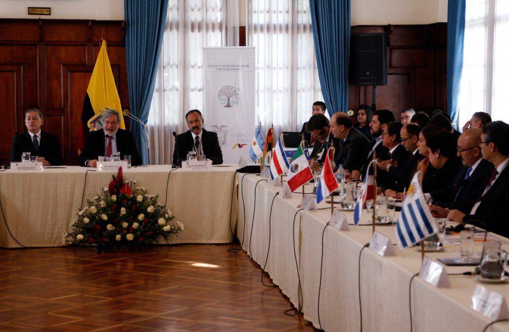 13 países latinoamericanos discuten marco común para regularizar a migrantes venezolanos