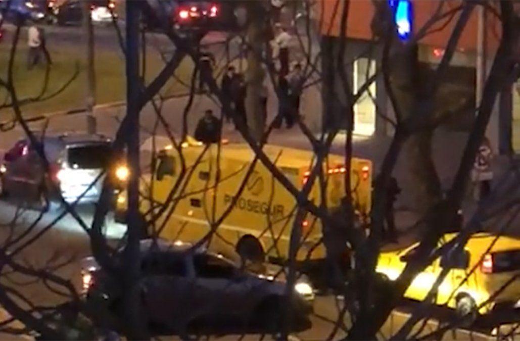 Cámara de seguridad captó el momento del brutal asalto a la remesa del Banco Itaú