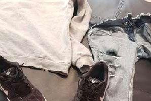 El ladrón se vistió con ropa nueva y dejó la vieja de seña en el cambiador.