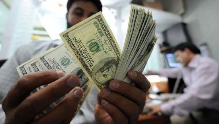 Casi 500 millones de dólares en cinco días para frenar el alza del dólar