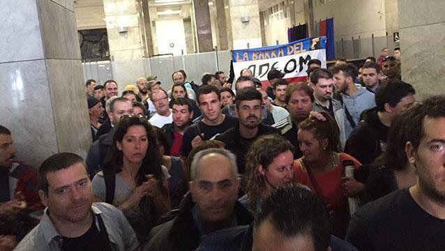 Los trabajadores se agolparon frente al despacho del intendente en el mes de junio.