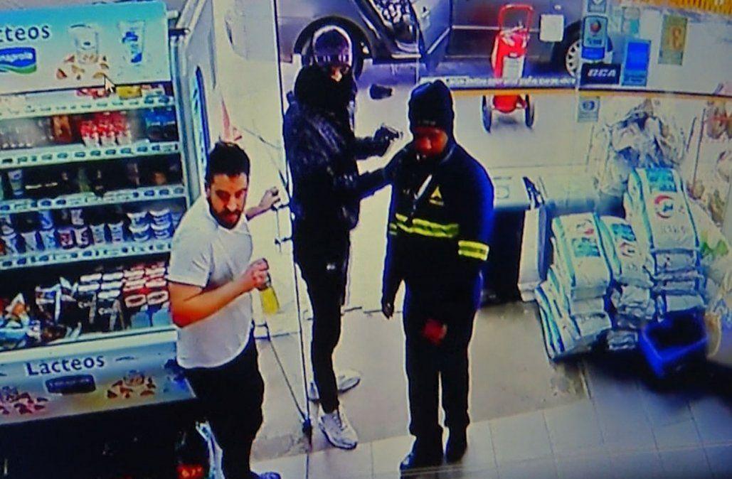Otra vez robaron la estación de servicio frente a Zonamerica y todo quedó grabado