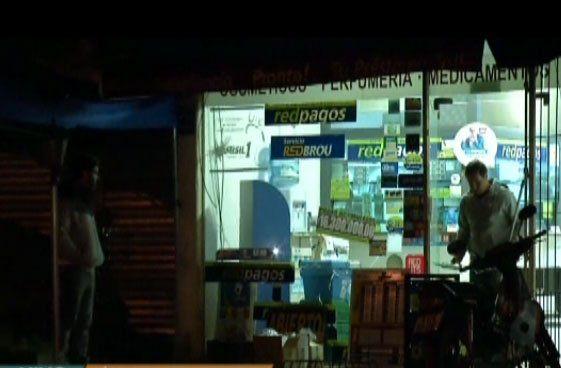 Robaron un local de pagos y amenazaron con prender fuego todo