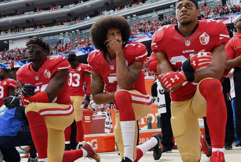 Estadounidenses destruyen ropa Nike por apoyar al quarterback que se arrodilló ante el himno