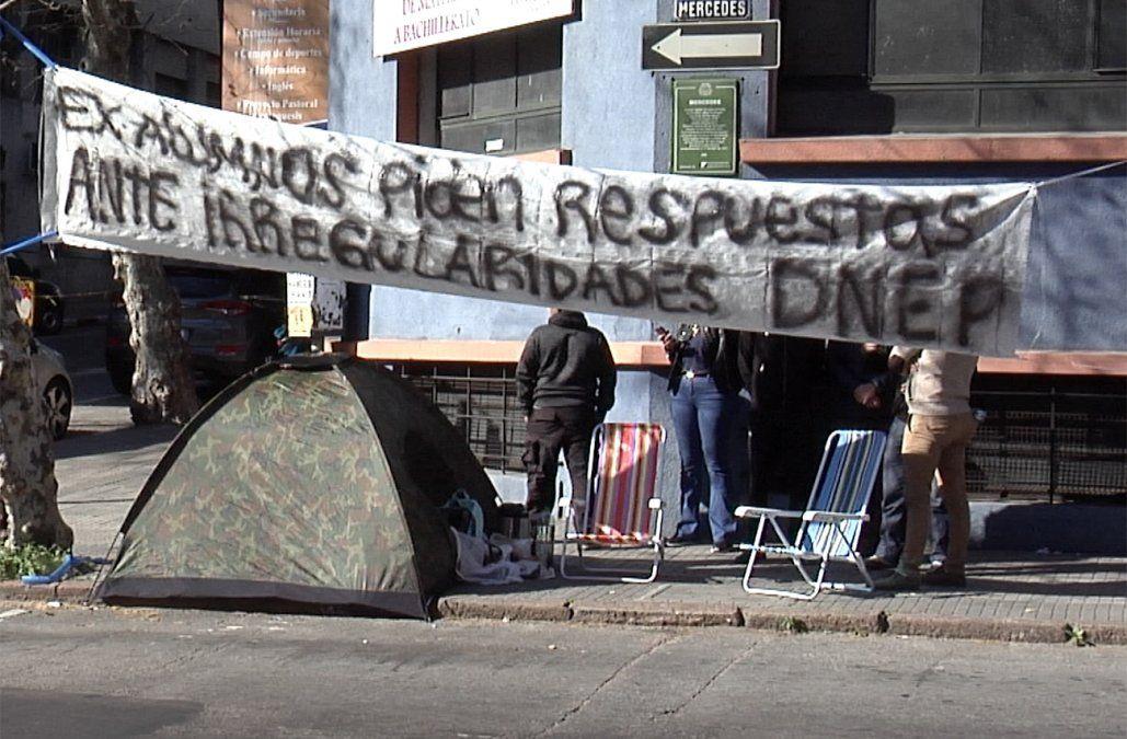 Protestan dados de baja de la Escuela de Policía