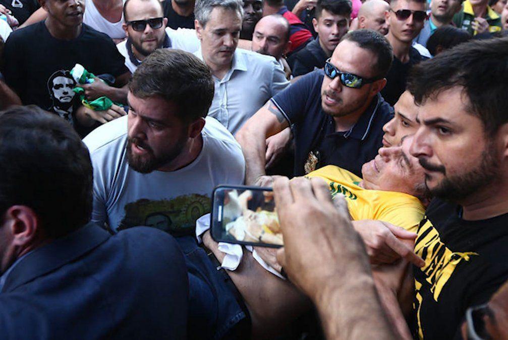 Hijo de Jair Bolsonaro dijo que la puñalada fue más grave de lo que creíamos