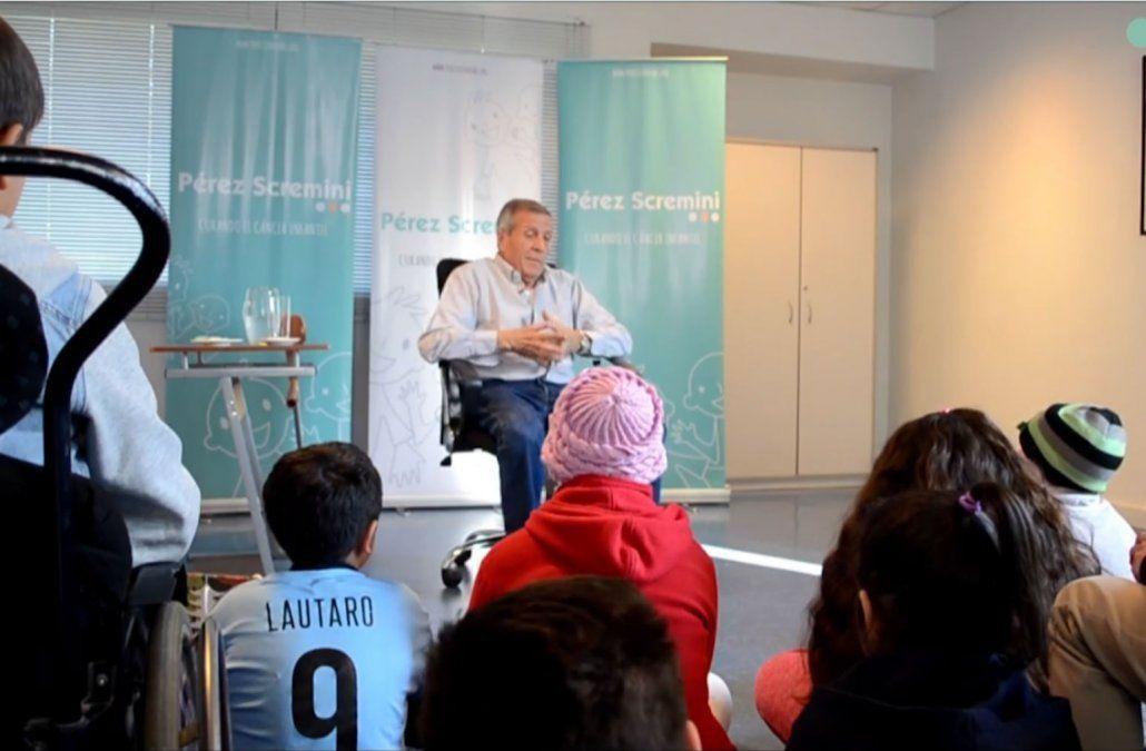Tabárez visitó a los niños de la Pérez Scremini y les habló de la motivación