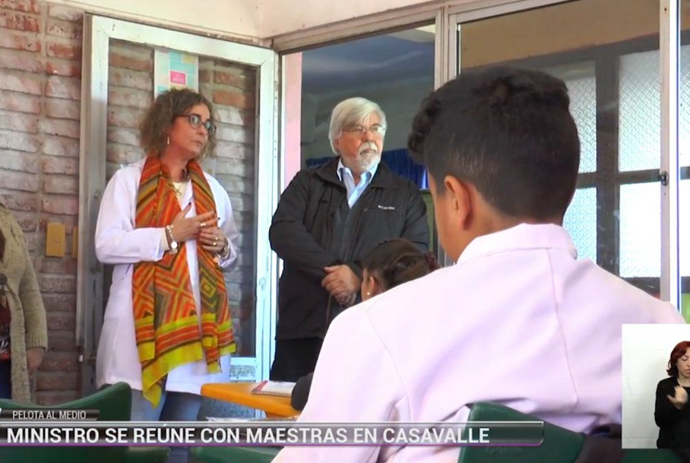Bonomi recorrió escuela de Casavalle y se reunió con las maestras