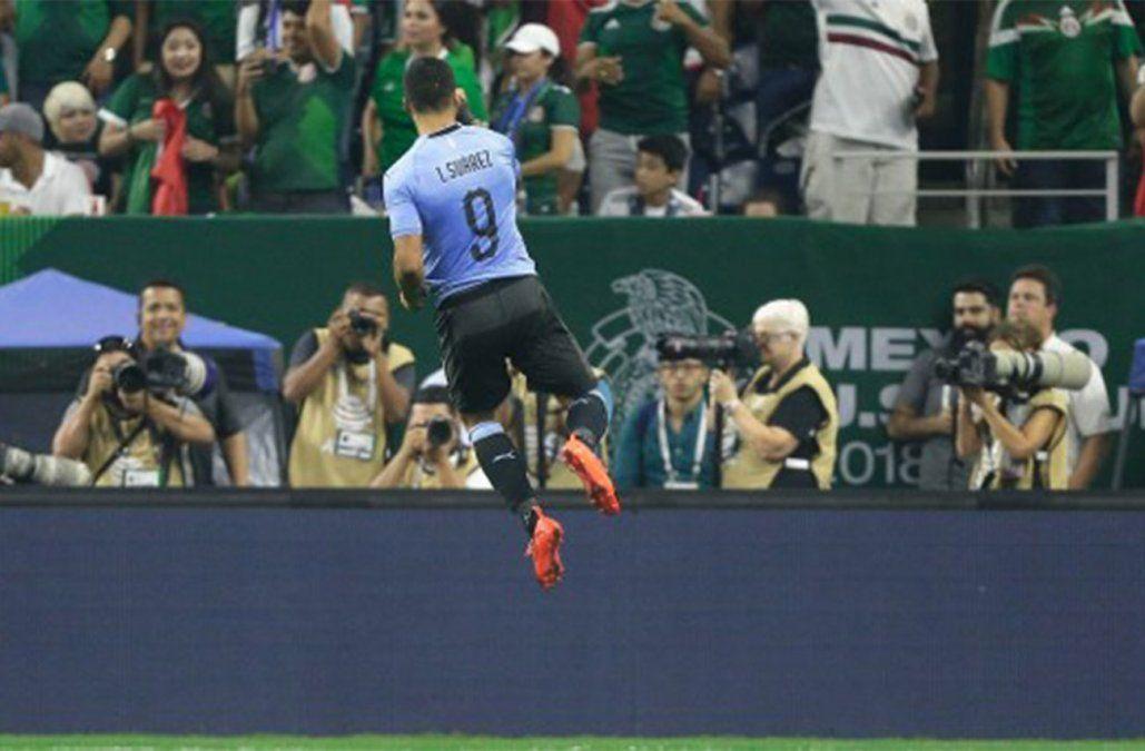 Uruguay golea 4-1 a México con un doblete de Suárez