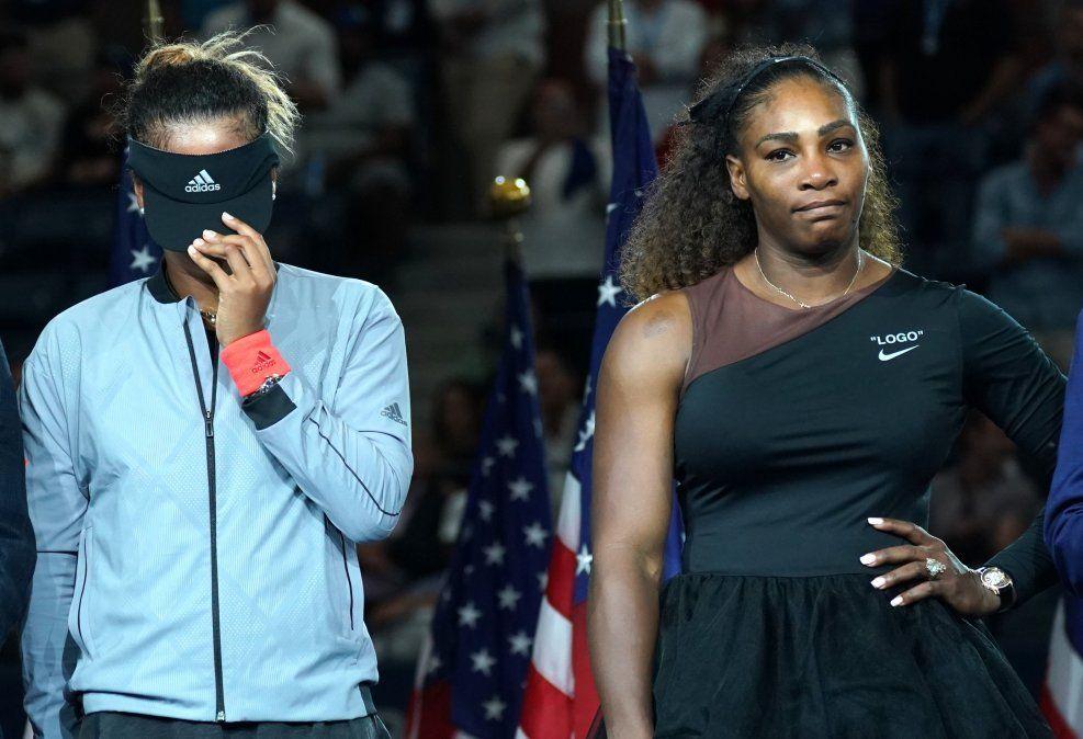 La japonesa Osaka (izquierda) y Williams tras el partido final del US Open.