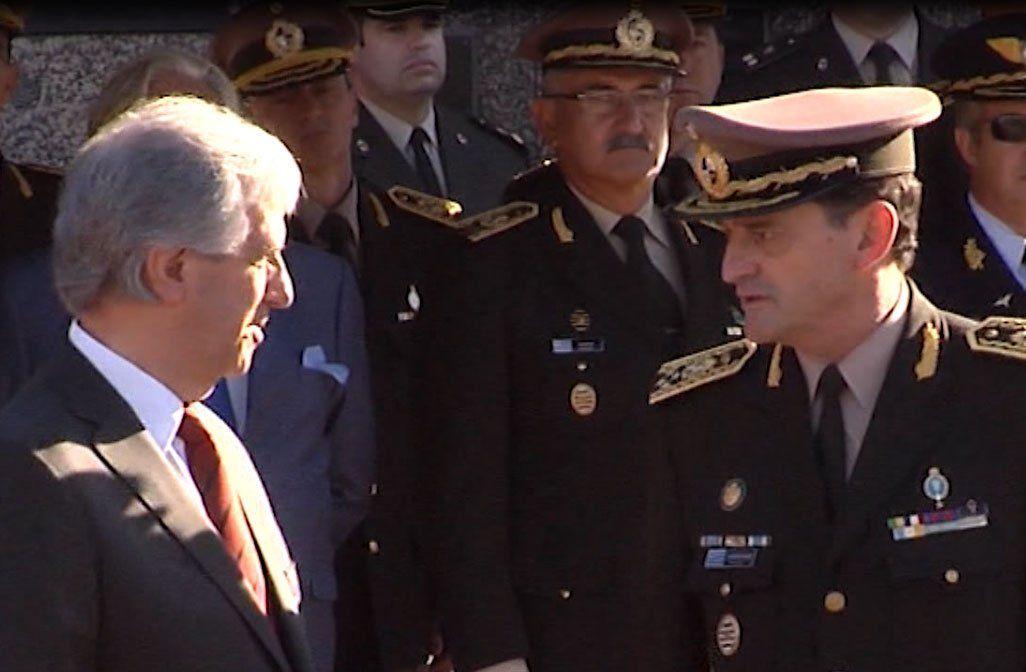 FOTO: Presidente Vázquez y el General Manini Ríos durante un acto militar.