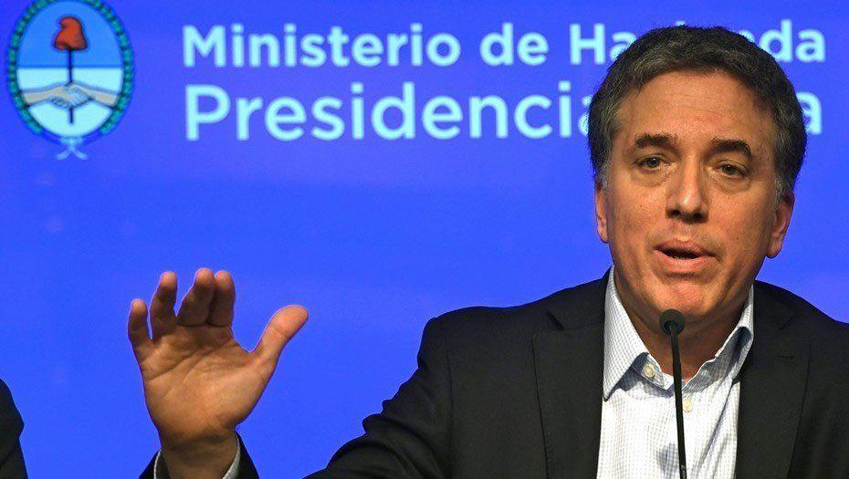 Ministro de Hacienda de Argentina hospitalizado con dolor abdominal y de pecho