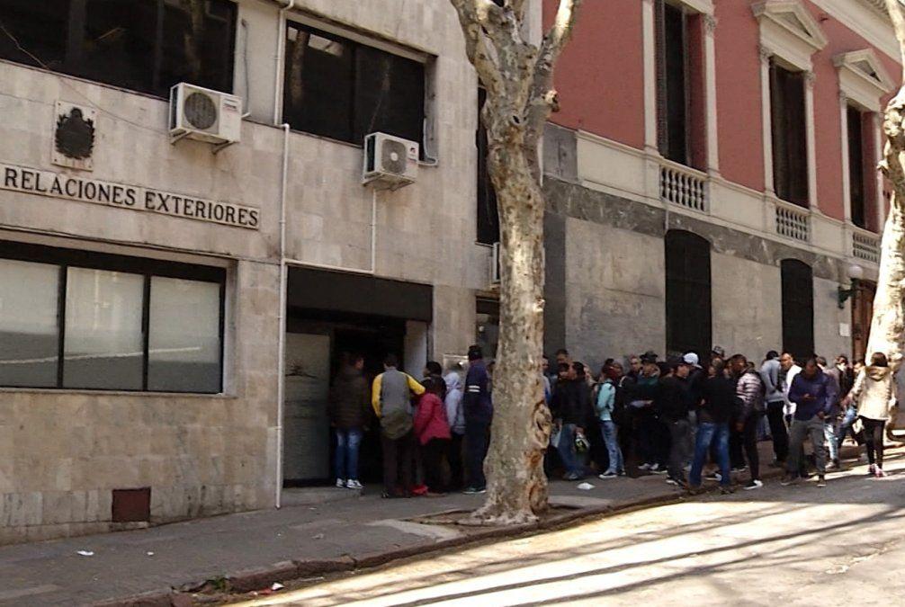 Cancillería admite demoras en trámites de regularización para inmigrantes