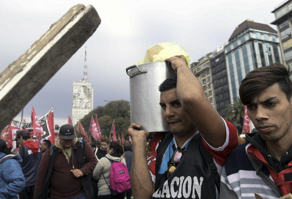 Marchas y ollas populares en rechazo del ajuste económico del gobierno de Macri