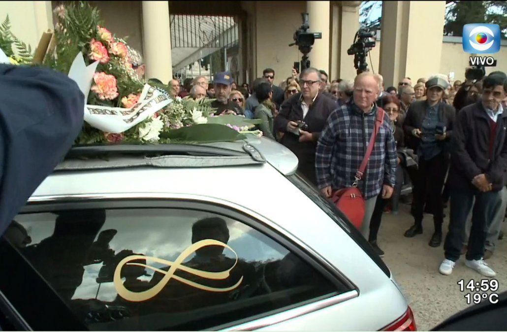 Así fue el último adiós a Omar Gutiérrez, rodeado de vecinos y vecinas