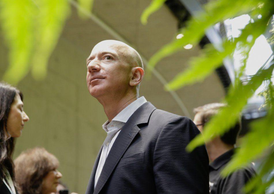 El hombre más rico del mundo donará USD 2.000 millones para educar a niños pobres