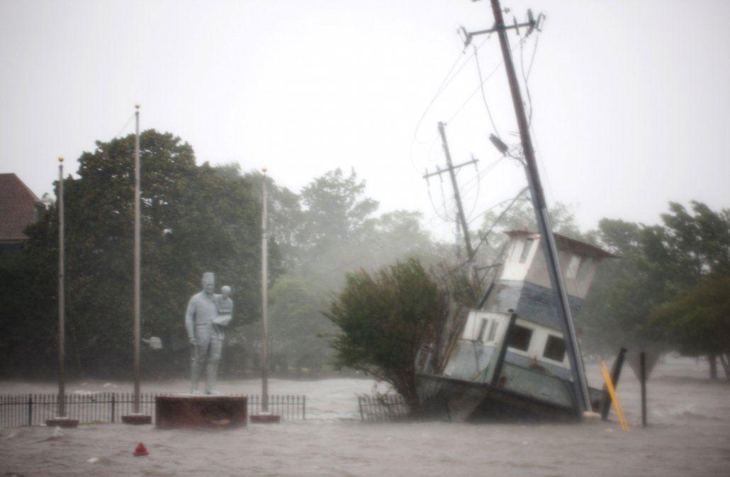 Tormenta tropical Florence deja varios muertos y cientos atrapados en EE.UU.