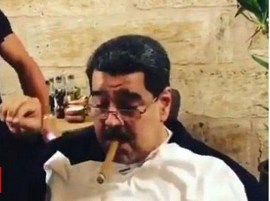 Maduro fumando un puro al mejor estilo Fidel