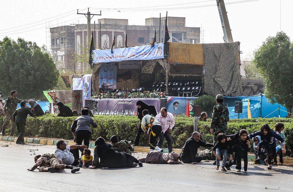 Atentado en Irán del Estado Islámico deja decenas de muertos durante desfile militar