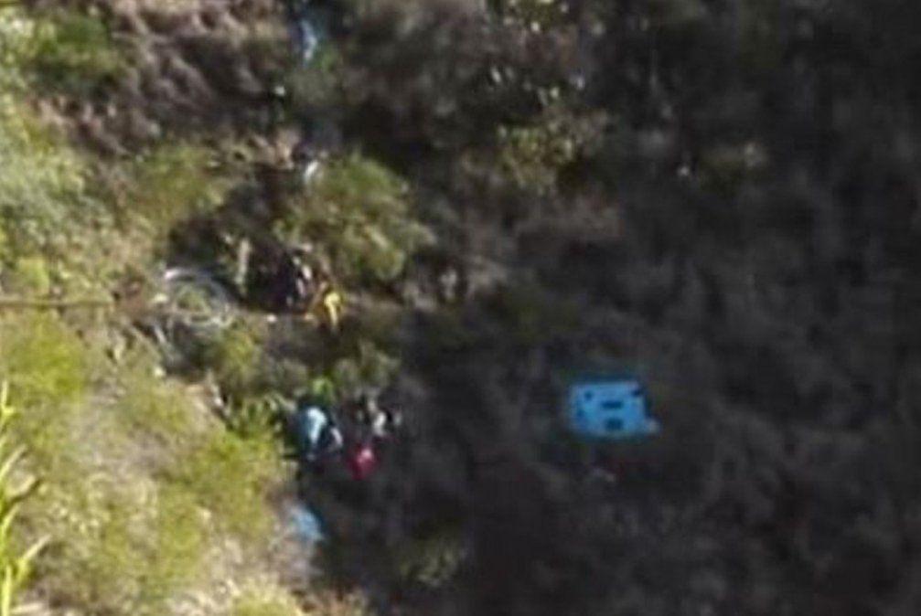 Caída de bus a abismo deja 23 muertos en Perú