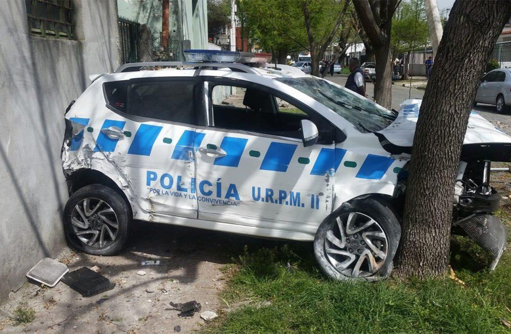 Impactante choque entre patrullero y delincuentes en Malvín Norte