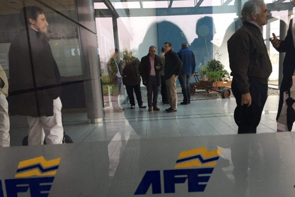 Ferroviarios impidieron viaje inaugural de tren Montevideo - Empalme Olmos